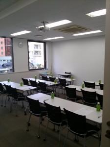 新中島ビル 会議室